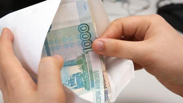 На Херсонщині затримали митника, який брав хабар в російських рублях