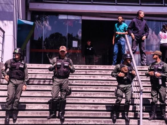 ВВенесуэле 8 штатов остались без электричества из-за взрыва