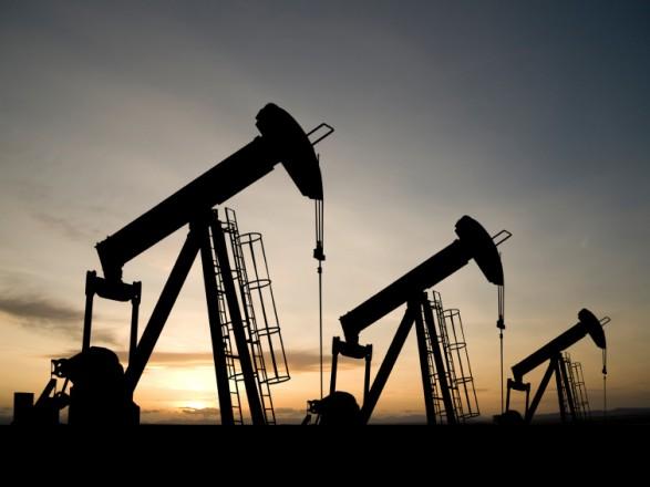 Цены нанефть незначительно растут после скачка вконце рабочей недели