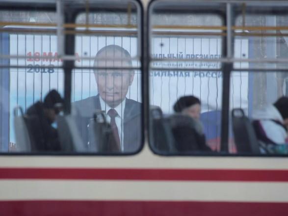 МЗС: росіяни, які не є дипломатами, мають їхати на вибори на йух... на Московію