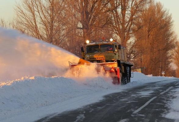 Сніг на під'їздах до Києва: дорожники кажуть, що проїзд в області забезпечено