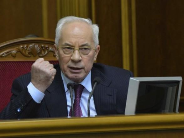 Суд усправі Януковича погодився допитати Азарова