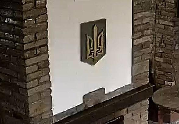 Спалення герба України в Тернополі: мати видвореного поляка привезла новий тризуб