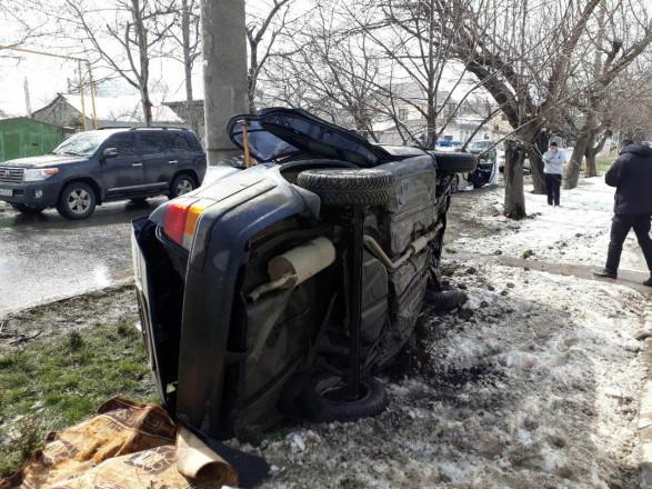 Легковик врізався велектроопору вОдесі, двоє пасажирів загинули