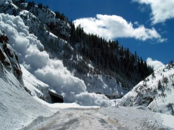 В горах на Закарпатті вперше в квітні зійшли лавини