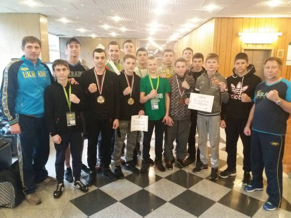 Юніорська збірна України з боксу здобула вісім медалей на турнірі в Софії