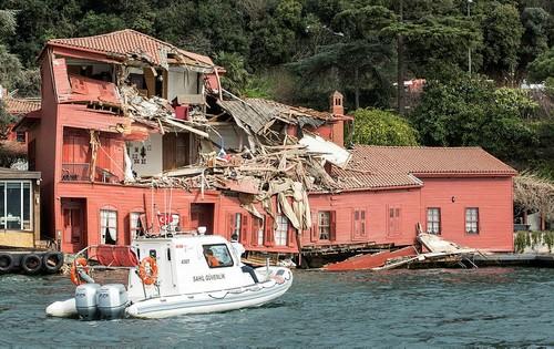 Танкер зруйнував особняк 18 століття вСтамбулі