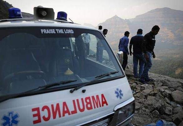 Щонайменше 30 осіб загинули у ДТП зі шкільним автобусом в Індії
