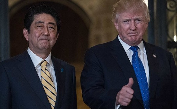 Премьер Японии потребует навстрече сТрампом полной денуклеаризации КНДР