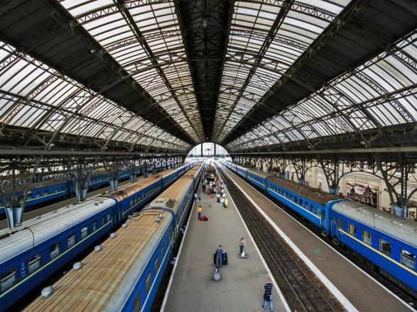 Порошенко: З Європи доЛьвова можуть побудувати вузьку залізничну колію