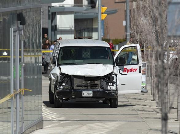 Теракт рассматривается как основная версия наезда фургона налюдей вТоронто