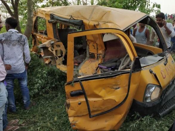 Более 10 детей погибли вИндии при столкновении школьного автобуса споездом