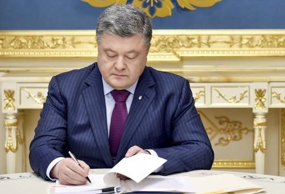 Закон про дипслужбу Порошенко повернув документ ВР із власними пропозиціями