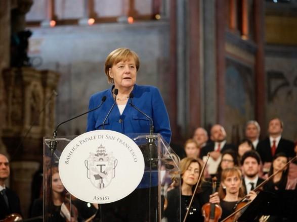Меркель выразила обеспокоенность несоблюдением режима предотвращения огня наДонбассе