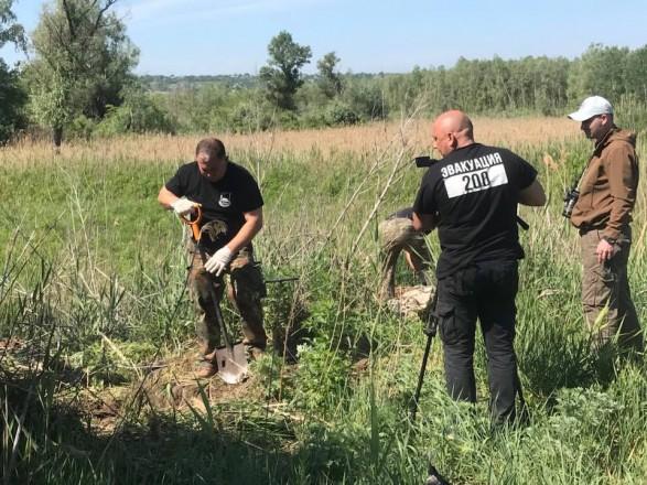 Під Дніпром відкопали 36 мішків зречами загиблих під Іловайськом