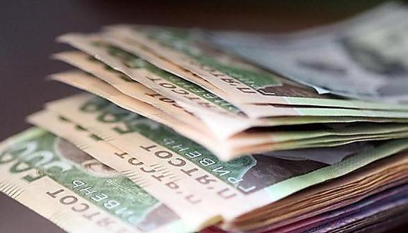 Податки на зарплати запропонували перекласти з роботодавців на працівників