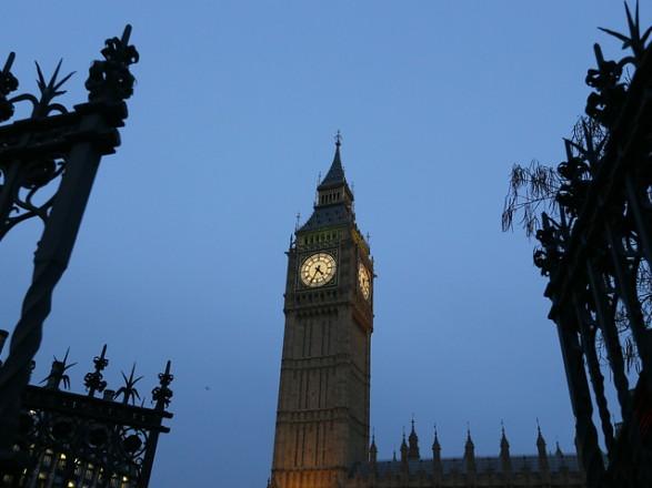 """Британські парламентарі закликали посилити санкції проти """"пов'язаних з Кремлем осіб"""""""