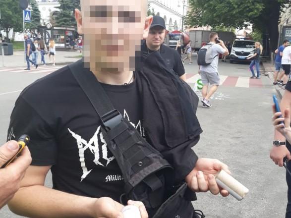 В центре Киева задержали молодчиков с пиротехникой и балаклавами