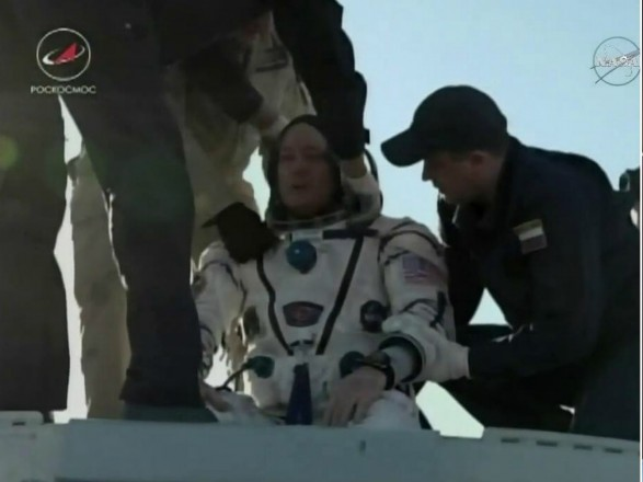 Через 168 днів: екіпаж МКС повернувся наЗемлю