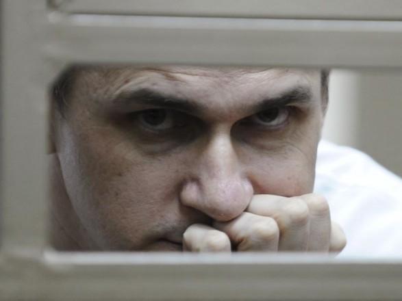 Адвокат: Сенцов просить людей наволі неголодувати вйого підтримку