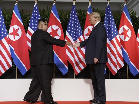 Трамп і Кім Чен Ин зустрілися в Сінгапурі