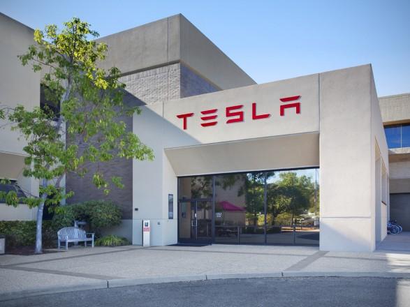 Tesla звільнить понад 4 тисячі співробітників для скорочення витрат