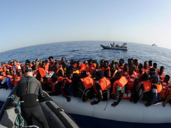ВИспанию прибыли первые беженцы ссудна Aquarius