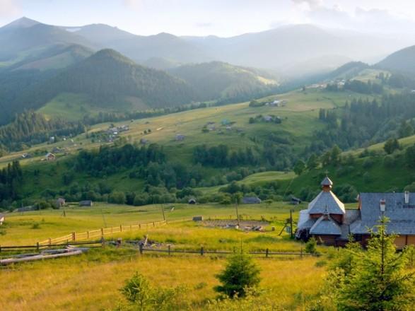 Сьогодні в Україні очікується спекотна погода, в західних областях - грозові дощі