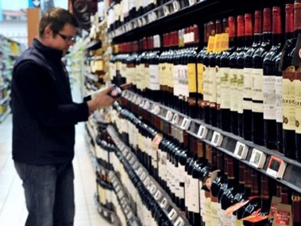 На вимогу ЄС: ціни на алкоголь підвищуватимуться в Україні ще 8 років поспіль