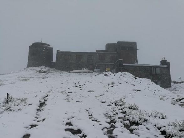 В Україні посеред літа випав сніг