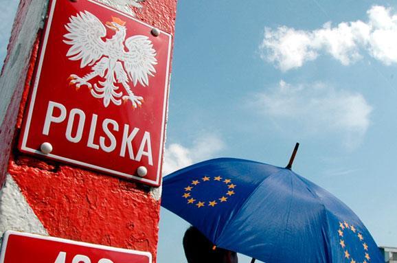 Більшість поляків схвалюють прийняття біженців з України – опитування