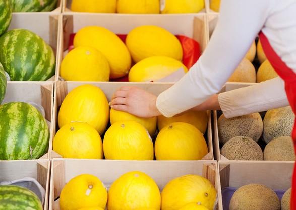 Сезон кавунів і динь: лікарі розповіли, як обрати сезонні фрукти без шкоди для здоров'я