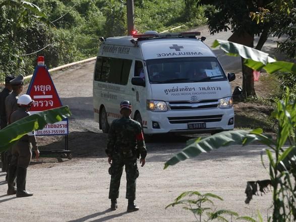 Із затопленої печери в Таїланді врятовано восьмого хлопчика