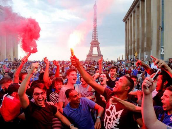 Святкувань перемоги на ЧС у Франції: Єлисейські поля евакуювали, двоє осіб загинули
