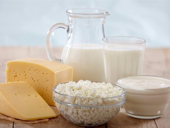 """Виробляти якісну """"молочку"""" в Україні може стати не вигідно – експерт"""