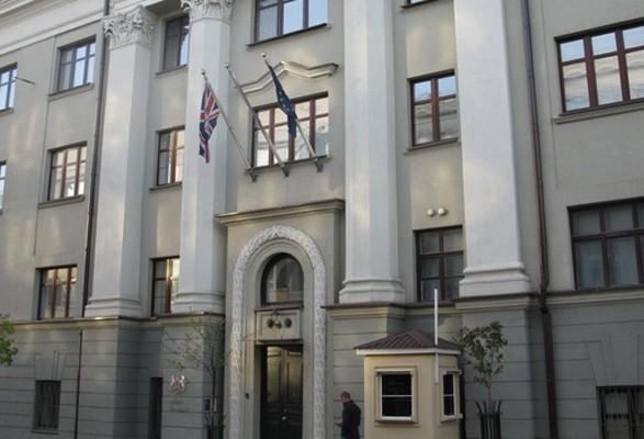 """У посольстві Британії стурбовані через напад """"тітушок"""" на НАБУ та інцидент під САП"""
