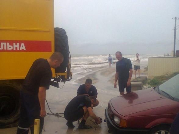 Врятували 86 осіб і витягли 36 авто: остання інформація із підтоплених курортів Запоріжжя
