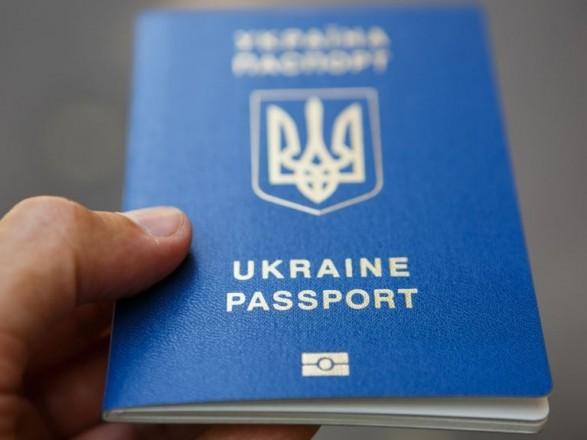 Українці з початку року оформили понад 3 млн закордонних паспортів