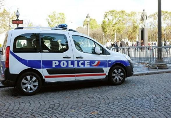 ЗМІ: на півночі Франції водій протаранив двері мечеті