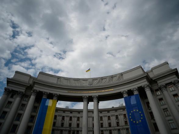 Українському дипломату оголосили підозру за привласнення 1,5 млн грн