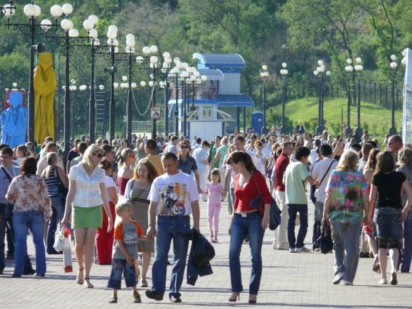 Кількість українців за півроку зменшилась на 122 тисячі осіб