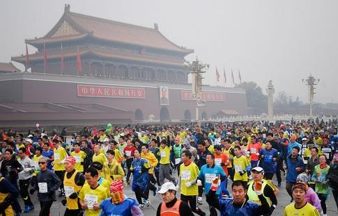 Більше 30 тисяч атлетів з усього світу стартували у Пекінському марафоні