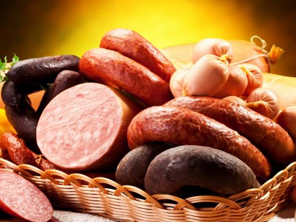 Україна скоротила виробництво ковбас, молока та олії
