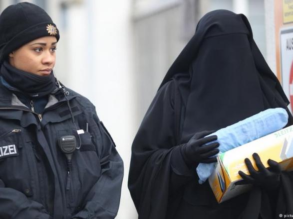 Жителі швейцарського кантону Санкт-Галлен у неділю проголосували на  референдумі за заборону носіння в громадських місцях одягу e20d8f4c29f26