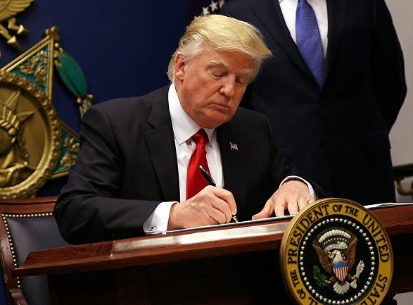 Трамп підписав законопроект про оборону