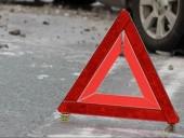 Легковушка въехала в остановку в Кривом Роге: два человека госпитализированы