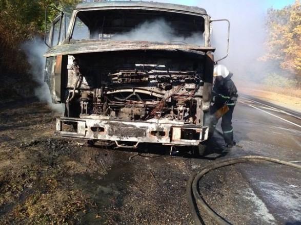 """В Тернопольской области полностью выгорел """"КамАЗ"""", который перевозил семена"""