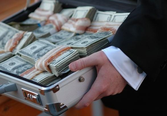 Українці вважають найбільшою проблемою держави корупцію - опитування