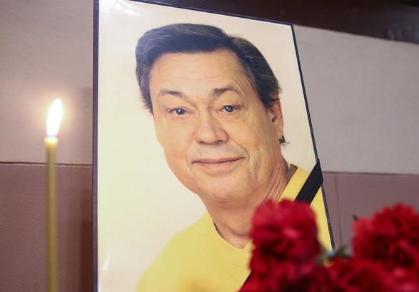 У Москві поховали актора Караченцова
