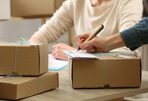 В Україні хочуть оподатковувати міжнародні посилки вартістю більше 100 євро